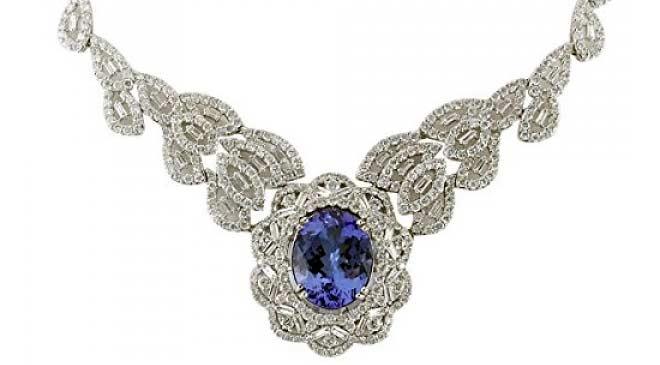 necklace shopping in Dubai